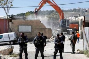 Israeli soldiers guarding home demolition (Palestine TV)