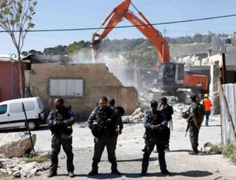 Israeli soldiers guarding home demolition (Palestine TV)