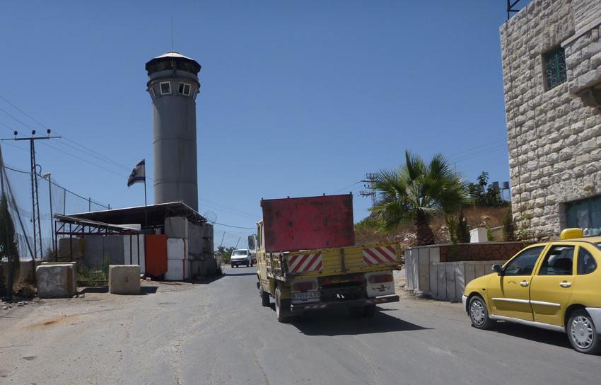 Checkpoint in Beit Ummar (image from palestine-israel-limerick.blogspot.com)