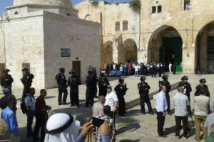 17 settlers stormed Al-Aqsa courtyards in the morning. (Al Ray Palestinian Media Agency)