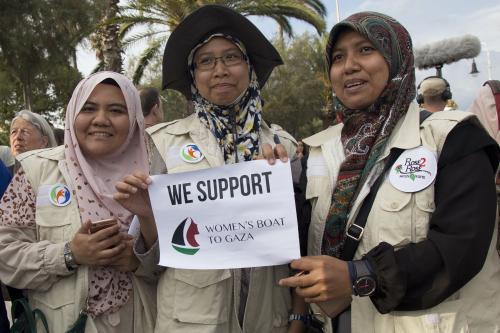 Supporters of women's boat (Albert Llop – Anadolu Agency )