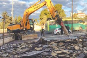 Jerusalem: On 19 December 2016, Israeli Forces Demolish Commercial Facility in Shaikh Jarrah Neighborhood Belonging to Adnan Harhash. (PCHR photo)