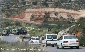 Checkpoint in Bil'in (image by Mohammad Yassin)