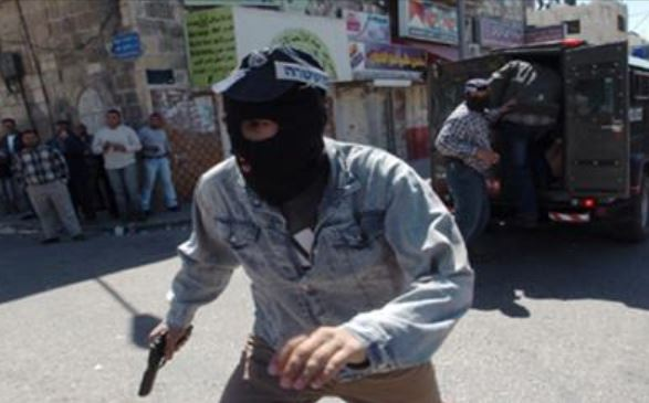 Palestinian security forces briefly detain 2 undercover Israeli soldiers