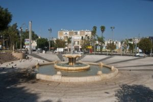 Petah Tikva FoundersSquare (image from wikimedia)