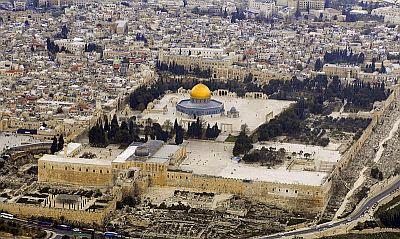 Israel removes metal detectors from al-Aqsa compound
