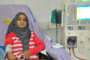 Yasmin hoping the electricity will not cut while she is on the dialysis device. (image: PCHR)