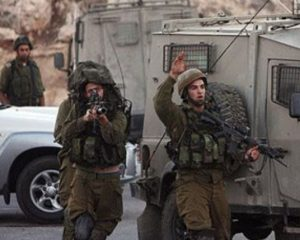 Israeli Soldiers Abduct At Least Twenty-One Palestinians