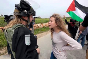 Ahed confronting an Israeli soldier at a protest