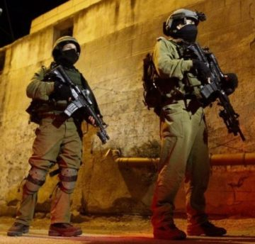 Israeli soldiers engaging in night raid (archive image)