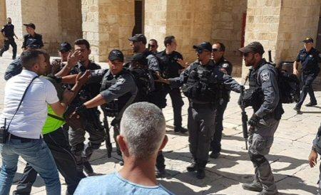 Атака израильских военных на верующих мусульман в мечети Аль-Акса