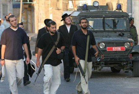 Armed Israeli settlers invading Hebron (archive image - source: ISM)