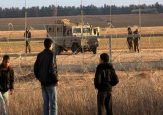 Palestinians at Gaza border fence (archive image - Wafa)