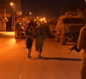 Soldiers Abduct Ten Palestinians In West Bank