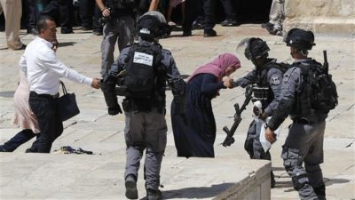 Israeli troops assault Palestinian worshipers in Al-Aqsa (archive image)