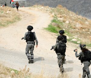 Israeli Soldiers Injure Many Palestinians Near Ramallah