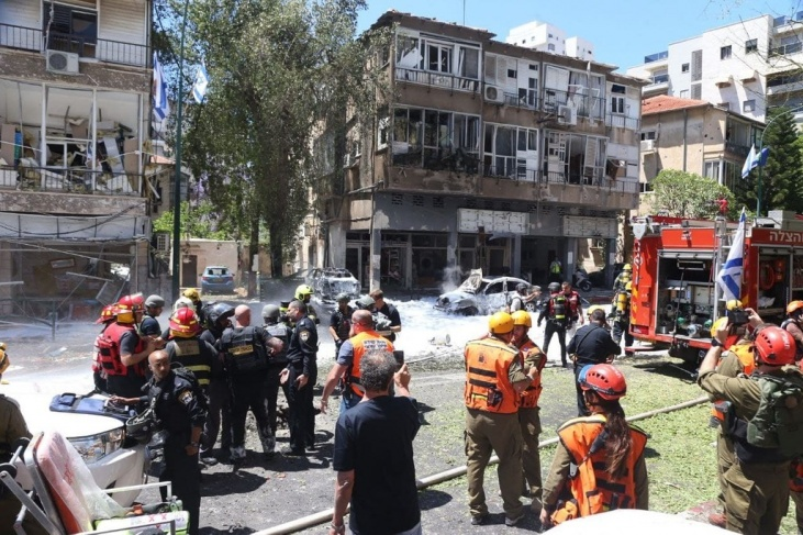 Damage from rocket in Ramat Gan (image from Ma'an News)