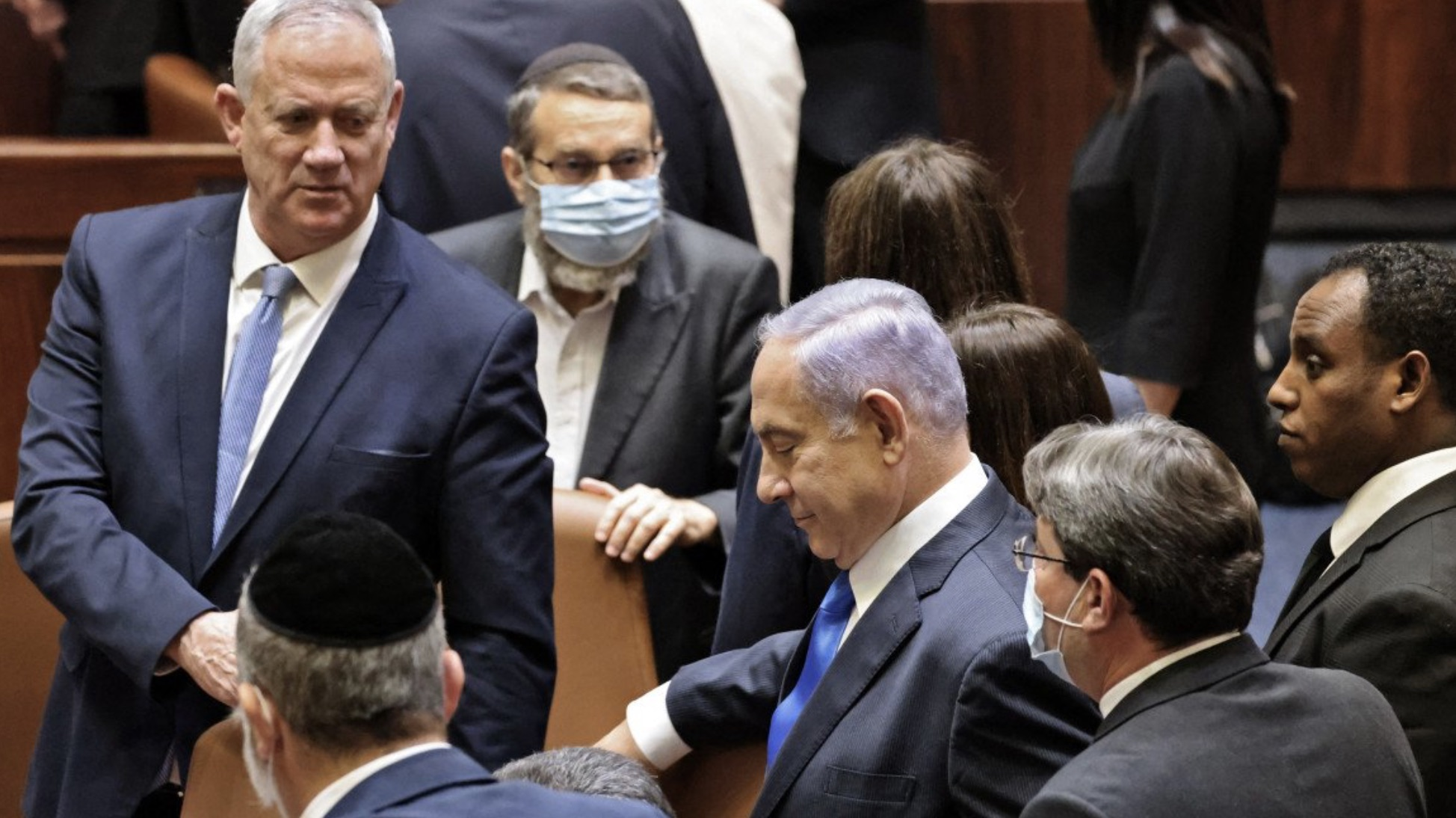 Image shows the halls of the Knesset, after the vote to oust Netanyahu. photo posted on twitter by @nadelalkhair