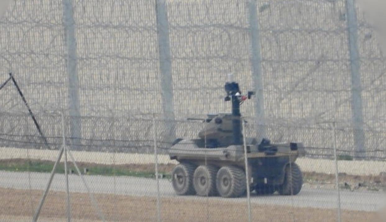 image of semi autonomous tank with machine gun Photo posted on twitter @manniefabian