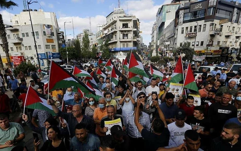 Protest in Ramallah (image by @V_Palestine20 on Twitter)