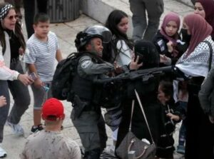 Soldiers Abduct A Palestinian, Assault Many Near Al-Aqsa